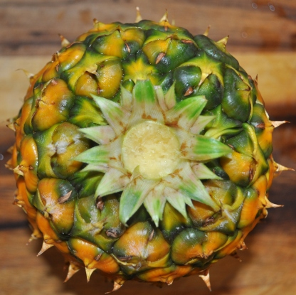 Remove the crown from the pineapple